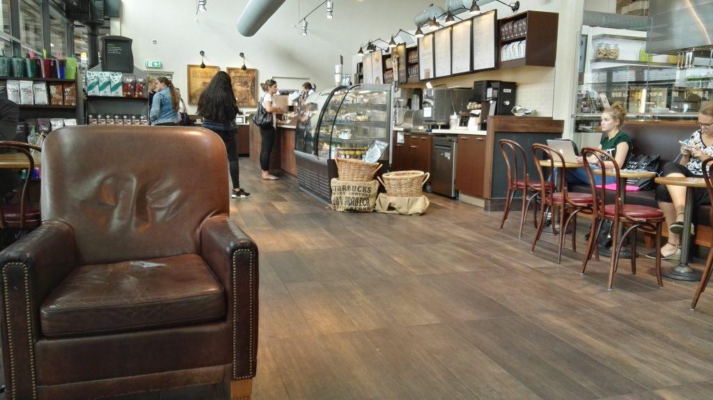 Starbucksfiliale in den Niederlanden