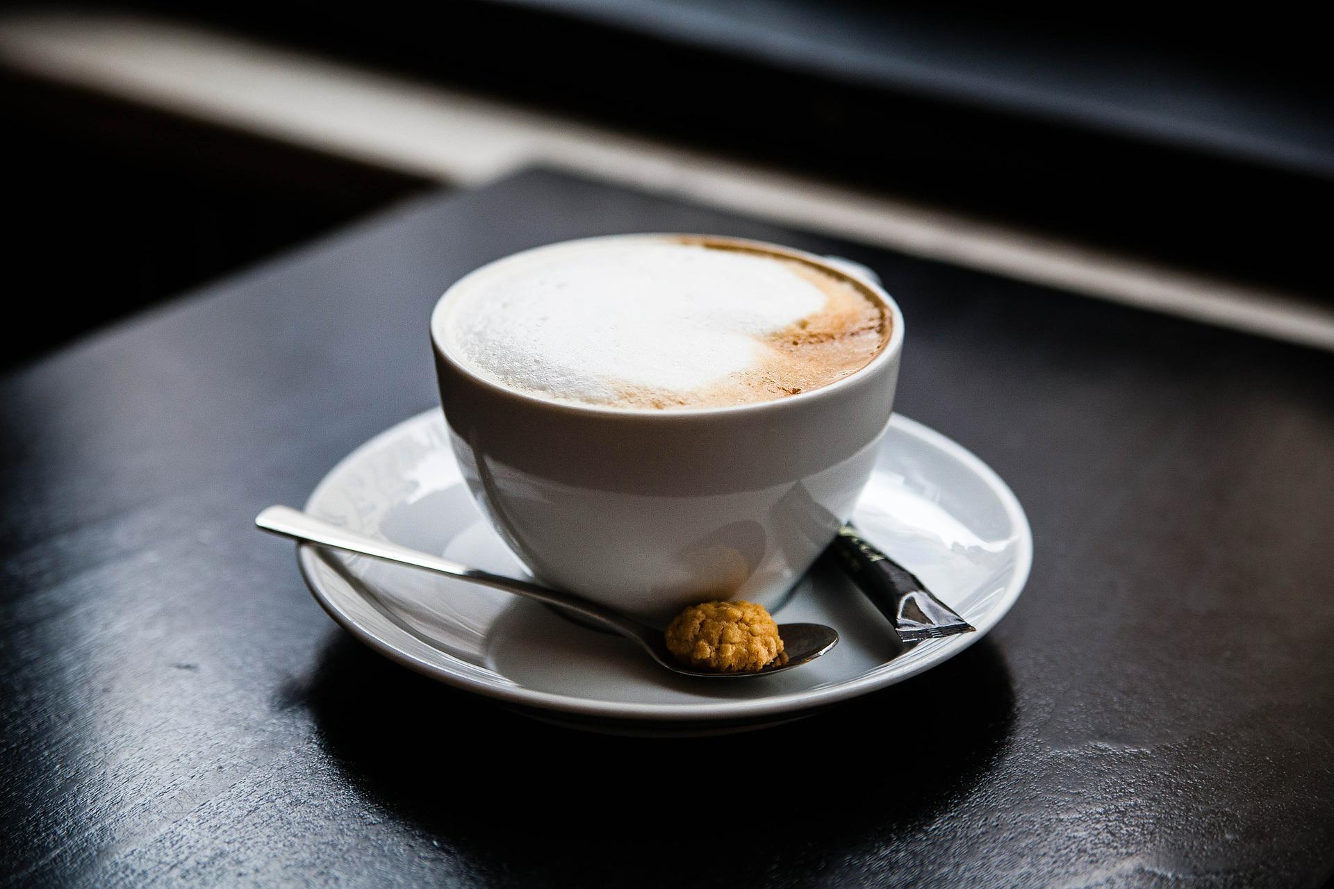 Fonds oder ETF: Was die Tasse Kaffee beim Bankberater wirklich kostet